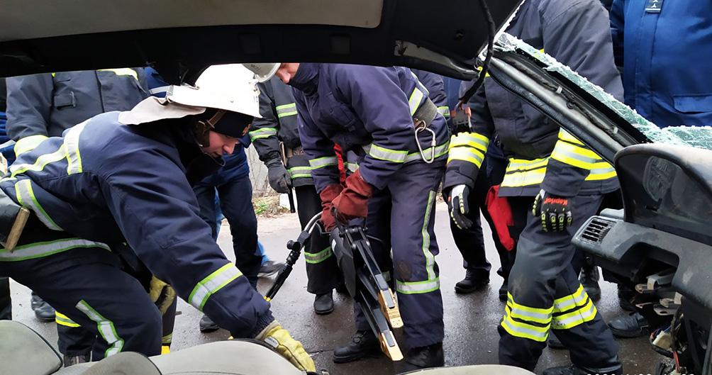 На Волыни спасатели совершенствовали навыки по выполнению аварийно-спасательных работ с помощью современного оборудования «Weber Rescue Ukraine»