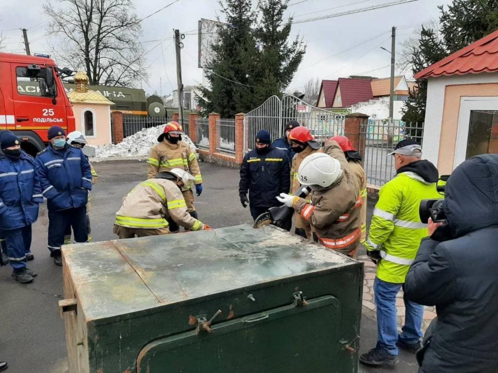 Со спасателями подразделений 4 ДПРЗ ГУ ДСНС Украины в Одесской области были проведены практические занятия со специальным оборудованием марки Weber Rescue