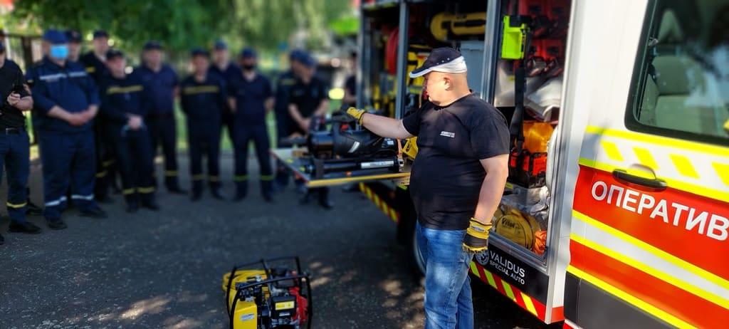 В Житомире спасателям продемонстрировали эффективные приемы использования аварийно-спасательного оборудования ТМ Weber Rescue для деблокирования людей
